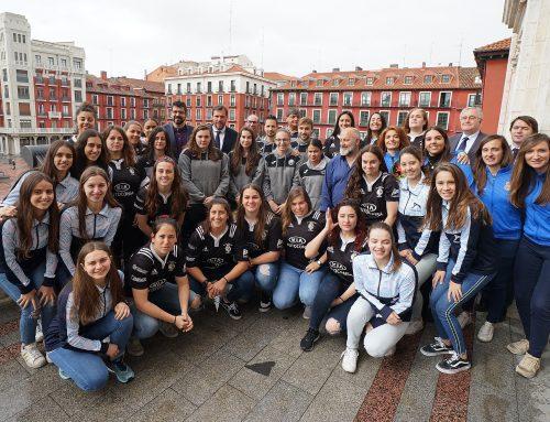 El Ayuntamiento recibe a cuatro clubes deportivos femeninos de la ciudad para celebrar sus importantes logros