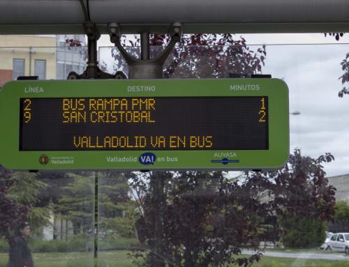 El Ayuntamiento mejora la accesibilidad de 16 paradas de autobús de AUVASA