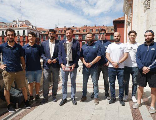 El Ayuntamiento de Valladolid recibe al CPLV tras convertirse en campeón de liga