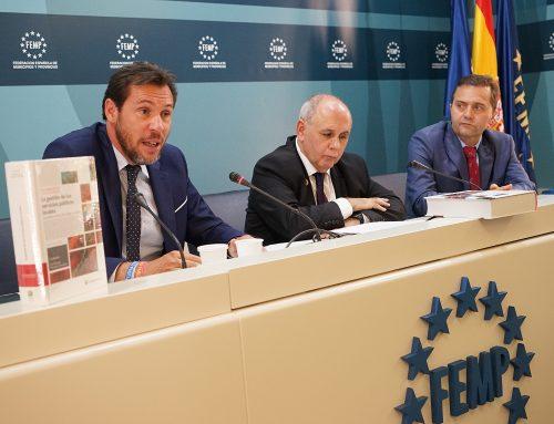 El alcalde, Óscar Puente, presenta una campaña para promover el acceso de las pymes a la contratación pública