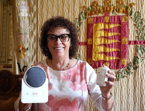 El Ayuntamiento refuerza con el programa de Teleasistencia la ayuda a los mayores que viven solos