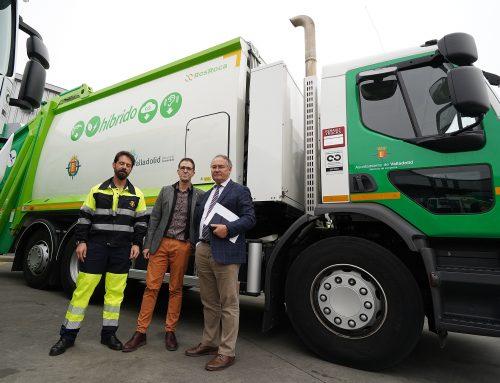 El Ayuntamiento incorpora nuevos camiones híbridos de recogida de residuos y aprueba una inversión de 1,7 millones de euros