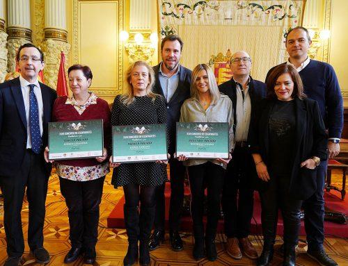 El Ayuntamiento de Valladolid acoge el XVII «Sorteo de los Deseos», que reparte 20.000 euros entre los clientes del pequeño comercio vallisoletano