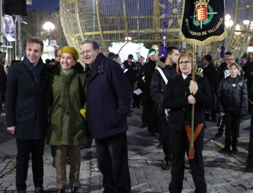 La Plaza Mayor de Valladolid se llena de solidaridad con la música en favor de la AECC